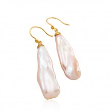 Stick pearl earrings